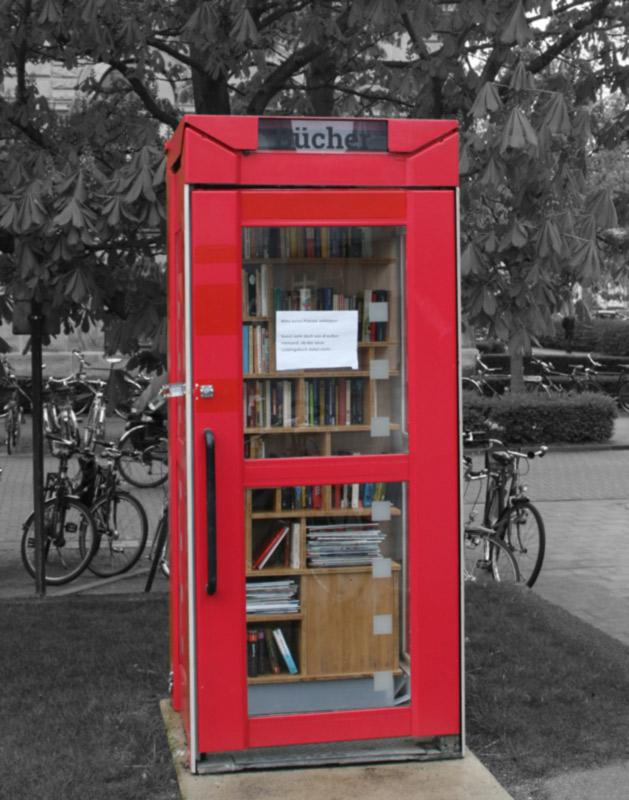 Die Bücherzelle vor der UB
